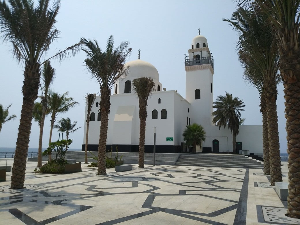 White mosque surrounded by palm trees, scenarion of 88th National Day celebration in Jeddah, Saudi Arabia.